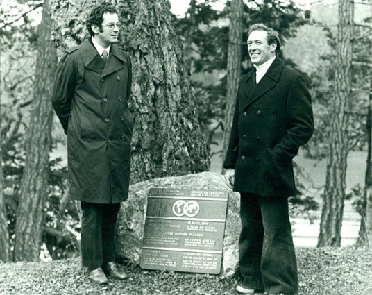 The Honourable Francis Fox, Solictor-General of Canada (l), with Jack Matthews, Founding Director of Pearson College (r), at the plaque dedication ceremony, 1974